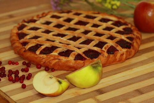 Пирог с брусникой открытый