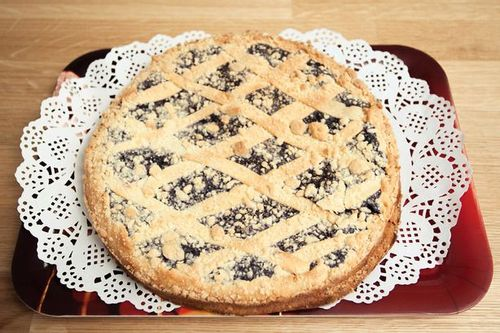 Пирог песочный с вишней
